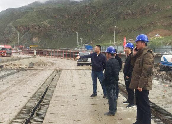 公司总经理宋元旺、副总经理王弟勇视察西藏分公司国道109线那曲至拉萨段控制性工程