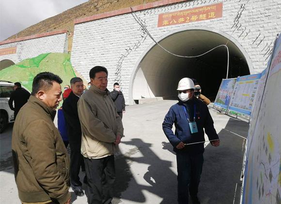 西藏自治区党委书记吴英杰一行视察我公司在建重点项目——国道109线拉萨至那曲段控制性工程羊八井2号隧道复工情况